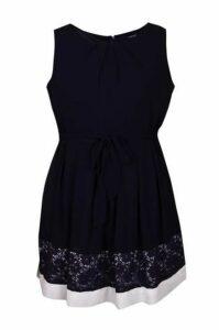 Plus Size Contrast Lace Hem Skater Dress