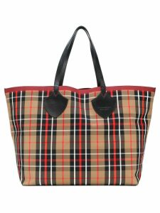 Burberry The Giant Reversible Tote in Tartan Cotton - Neutrals