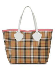 Burberry The Giant Reversible Tote in Vintage Check - Multicolour