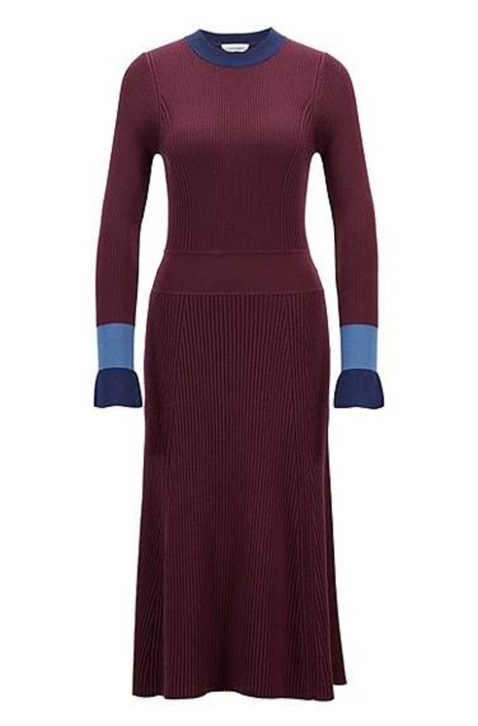 Knitted long-sleeved dress with colour-blocking