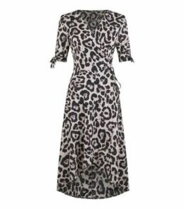 AX Paris Brown Leopard Print Tie Wrap dress New Look