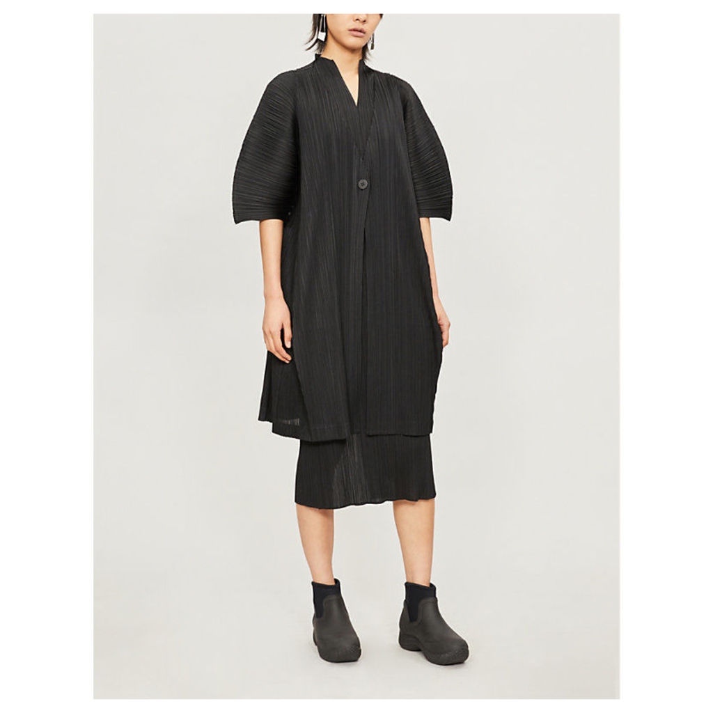 Cocoon-shaped pleated coat