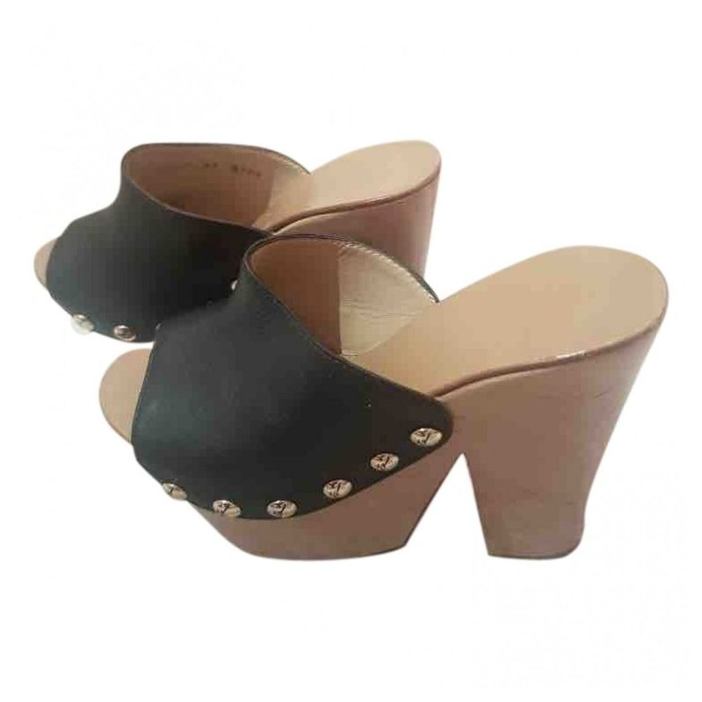 Leather mules & clogs