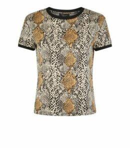 Petite Brown Snake Print Ringer T-Shirt New Look