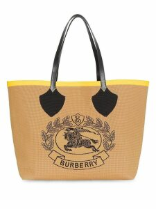 Burberry The Giant Tote in Knitted Archive Crest - Yellow