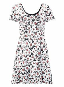 Womens *Izabel London White Daisy Print Tea Dress- White, White