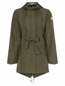 Moncler belted logo badge embroidered hooded raincoat - Green