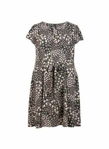 Womens **Billie & Blossom Curve Black Ditsy Print Dress- Black, Black