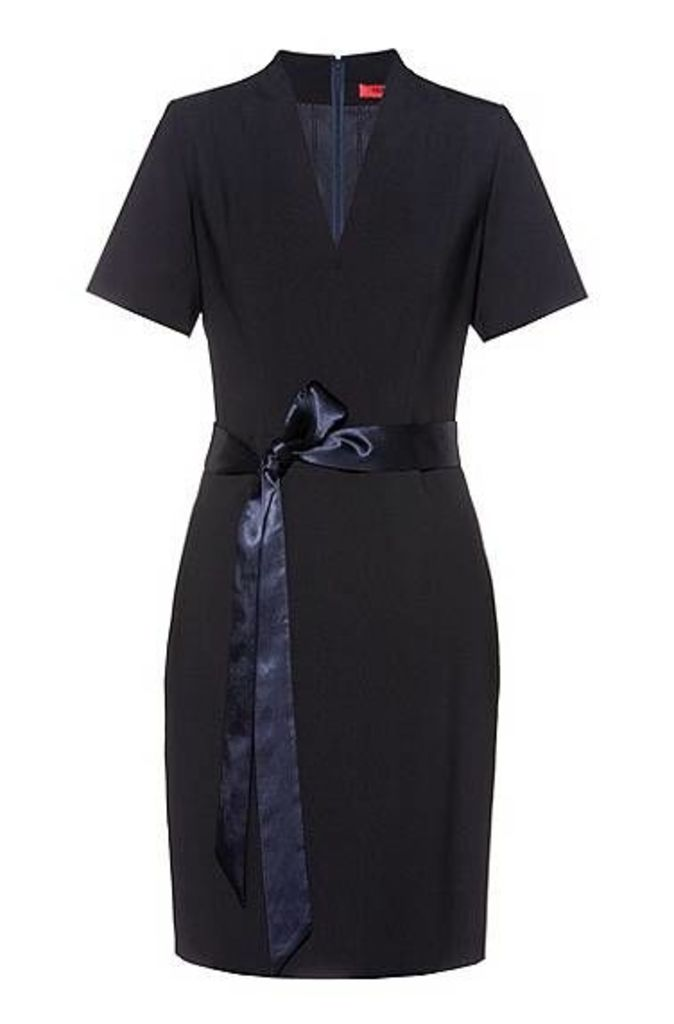 V-neck dress in crease-resistant stretch virgin wool