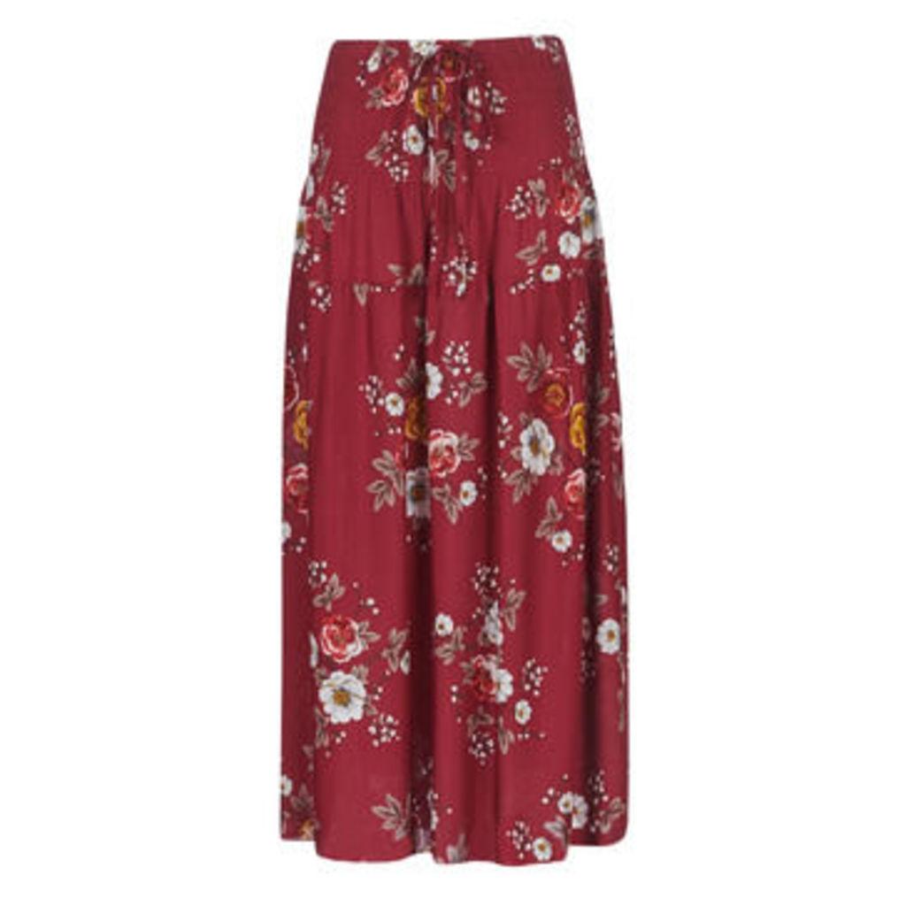 Betty London  -  women's Skirt in Red