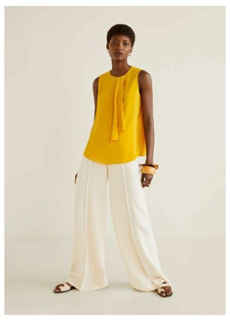 Decorative ruffle blouse