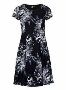 Womens *Izabel London Navy Abstract Print Tea Dress, Navy
