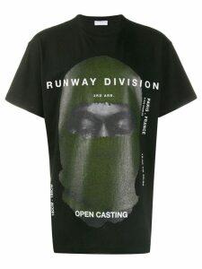 Ih Nom Uh Nit printed 'runway division' T-shirt - Black