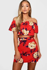 Womens Floral Ruffle Top and Mini Skirt Set - red - 10, Red