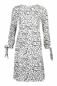 Womens Petite Smudge Spot Print Tie Fit & Flare Midi Dress - white - 14, White