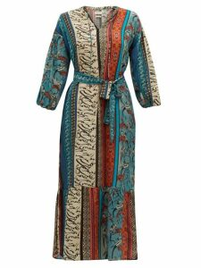 Chufy - Alqamar Calligraphy Print Satin Crepe Dress - Womens - Blue Multi