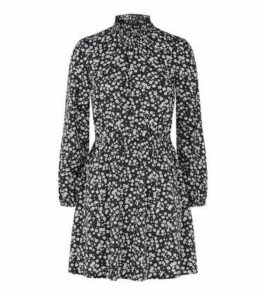 Petite Black Floral Shirred Neck Dress New Look